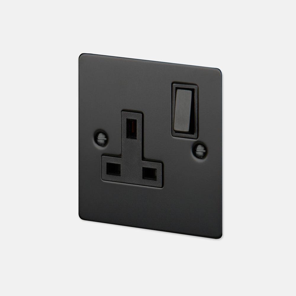 1G UK PLUG SOCKET / BLACK