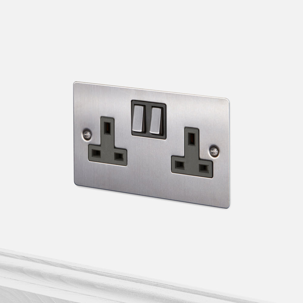 2G UK PLUG SOCKET / STEEL