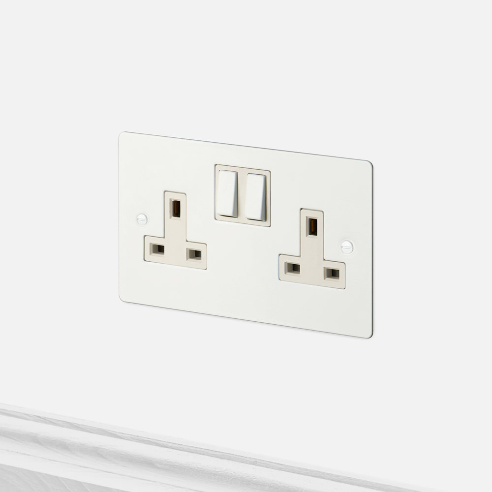 2G UK PLUG SOCKET / WHITE