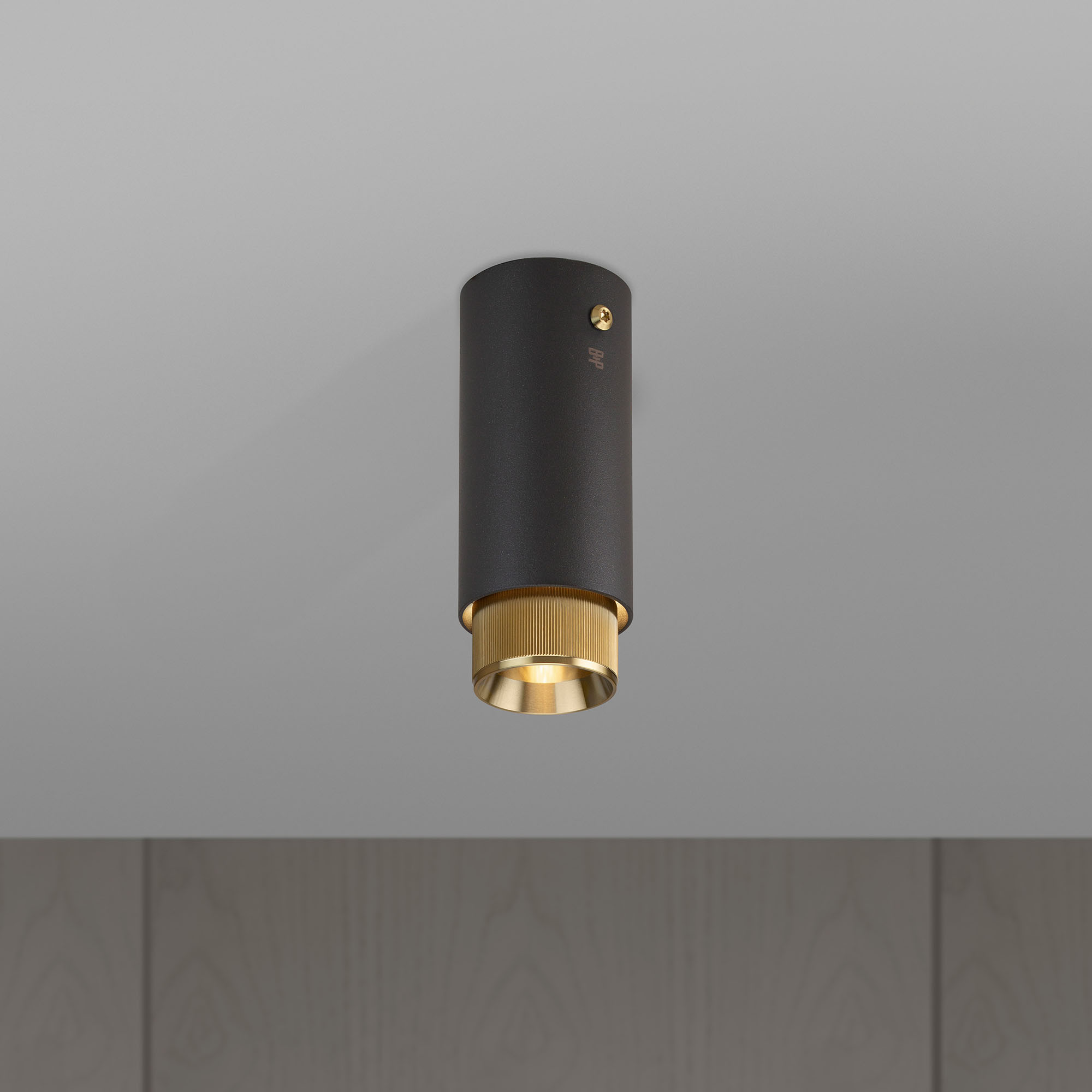 EXHAUST SURFACE / GRAPHITE / BRASS