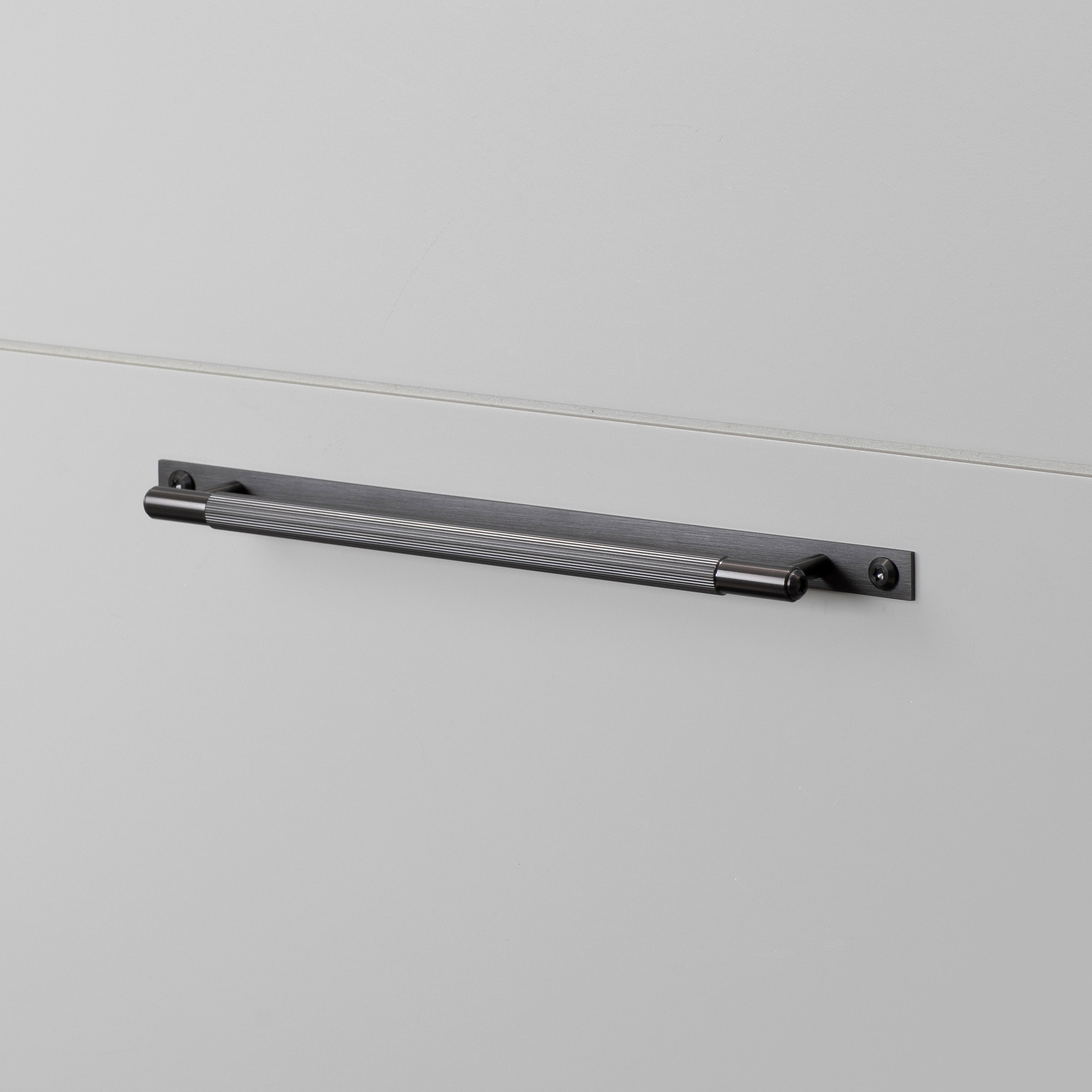 PULL BAR / PLATE / LINEAR / GUN METAL