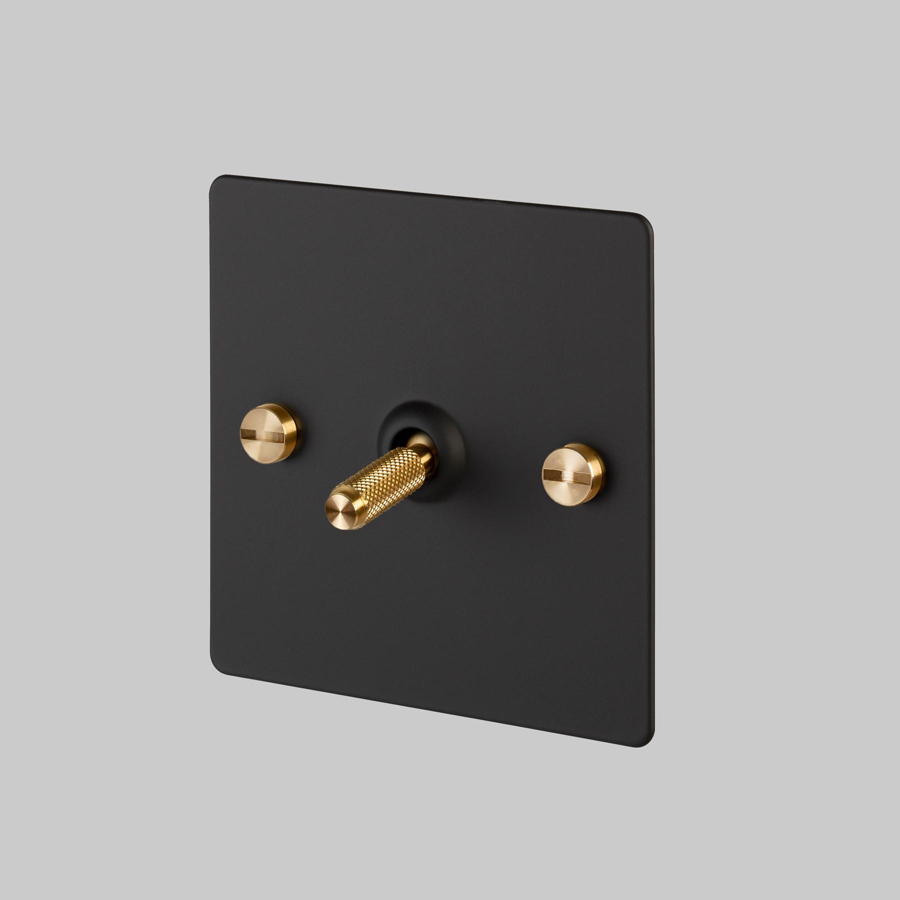 1G TOGGLE SWITCH / BLACK / BRASS
