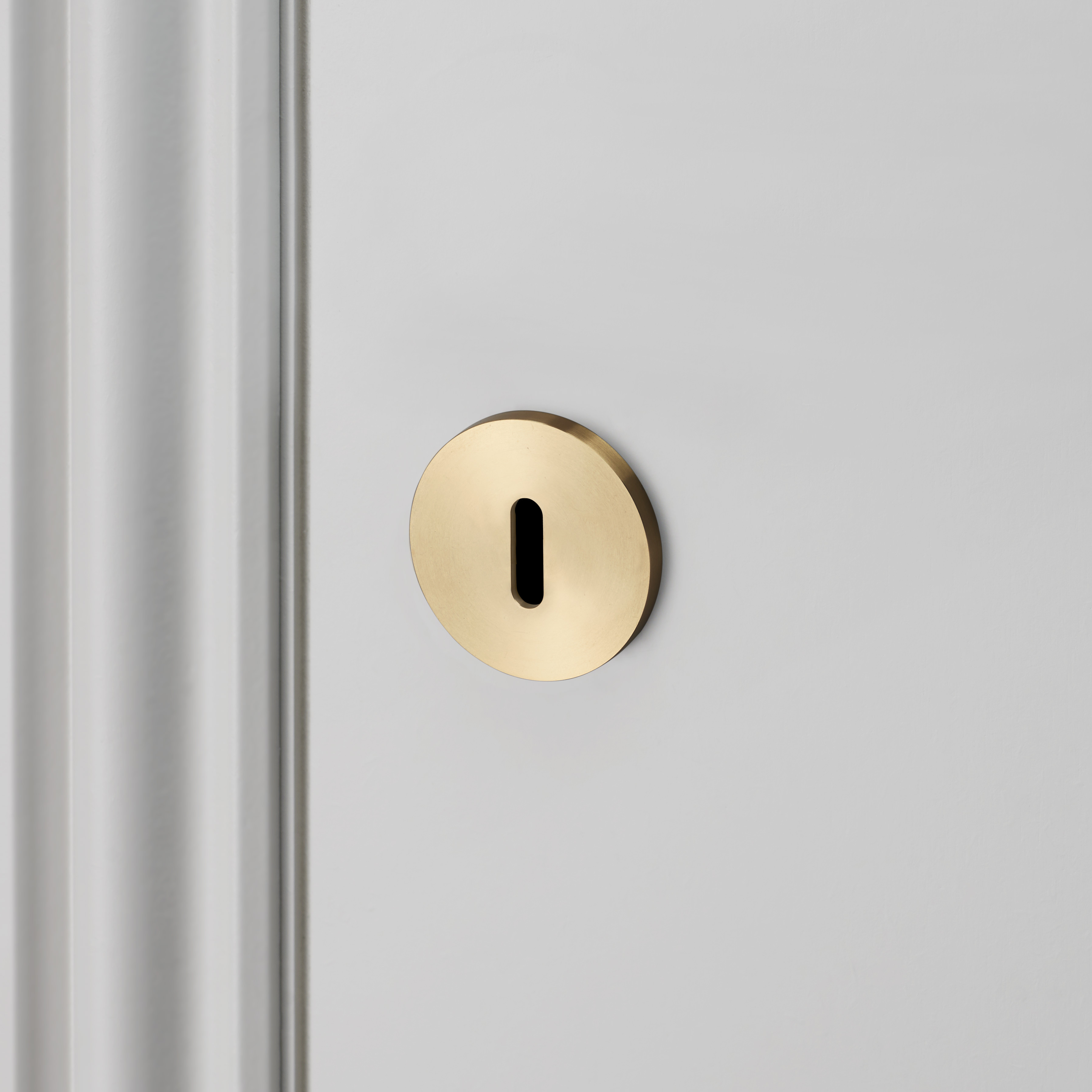 KEY ESCUTCHEON / BRASS