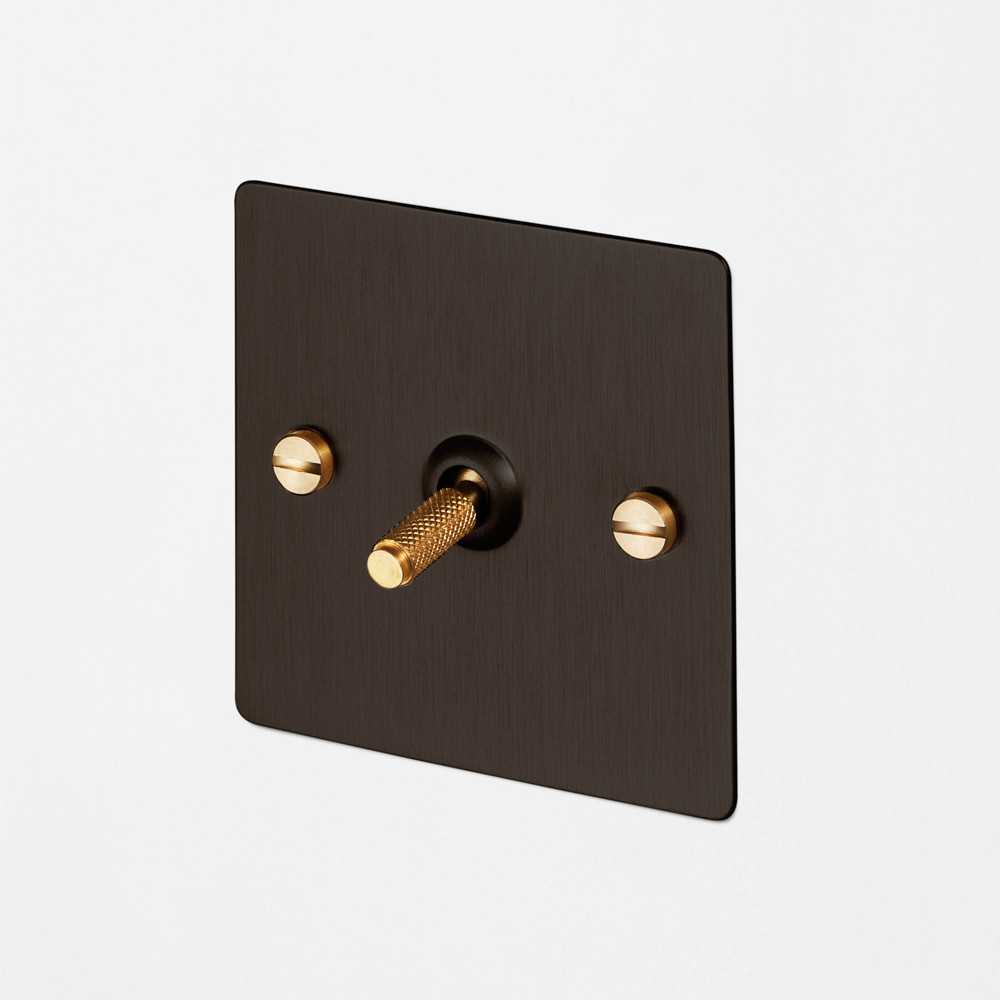 1G INTERMEDIATE TOGGLE SWITCH / SMOKED BRONZE / BRASS