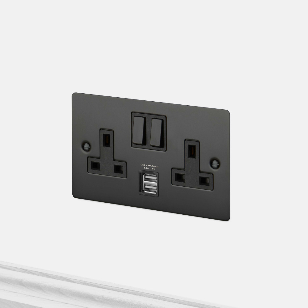 2G UK PLUG SOCKET / USB / BLACK