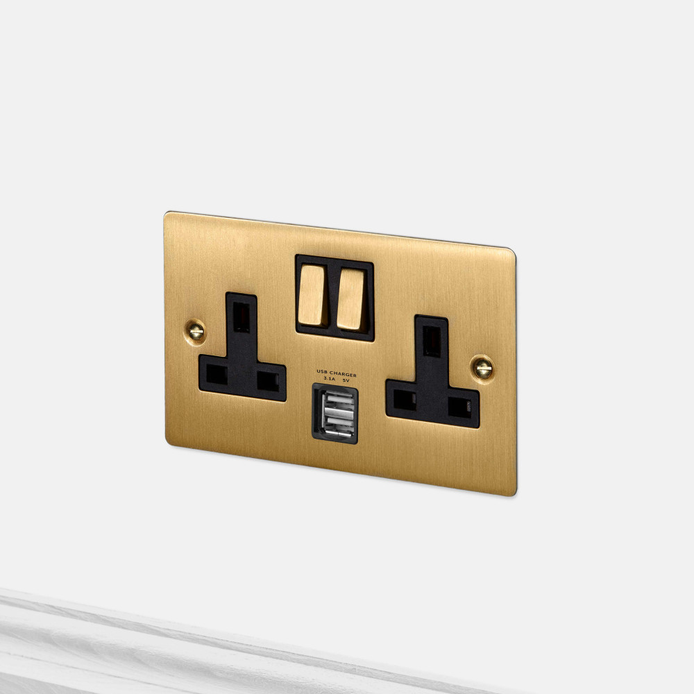 2G UK PLUG SOCKET / USB / BRASS