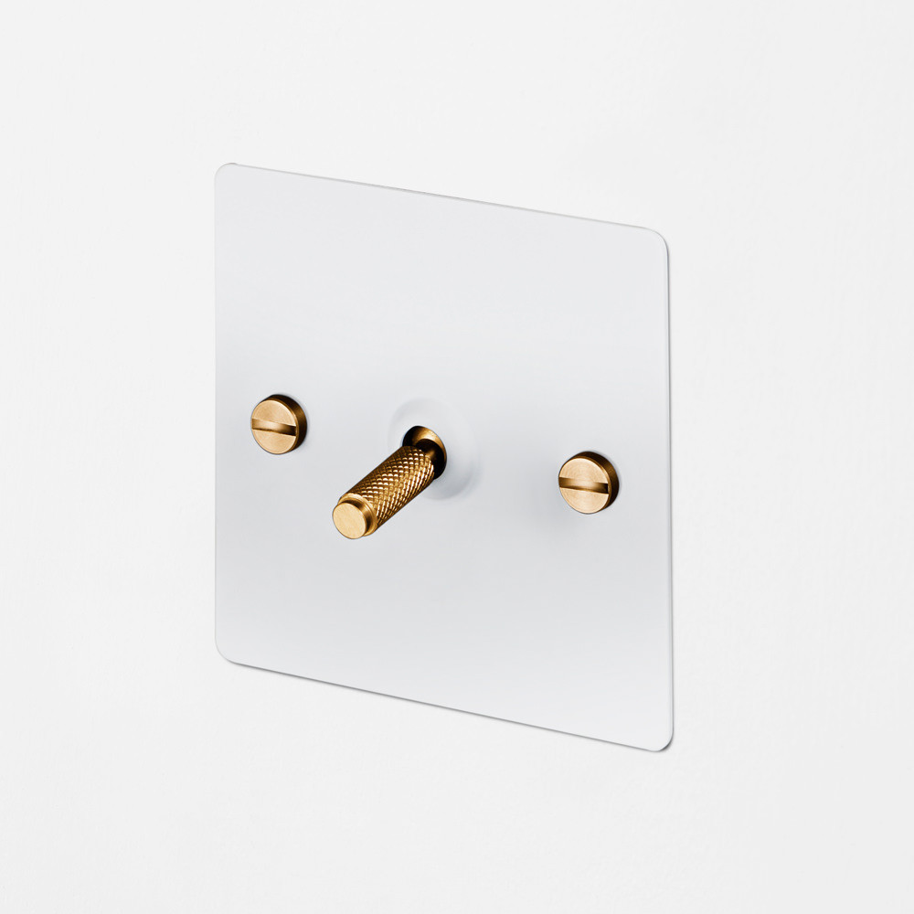 1G INTERMEDIATE TOGGLE SWITCH / WHITE / BRASS