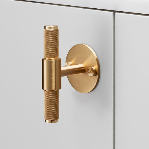 T-bar with plate kitchen handle in solid brass metal / Buster + Punch London