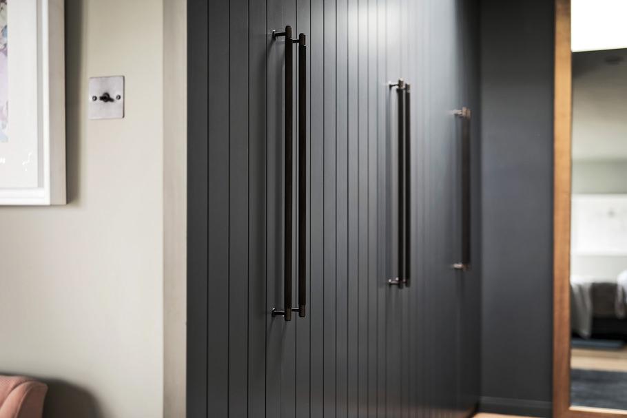 Closet bar in closet