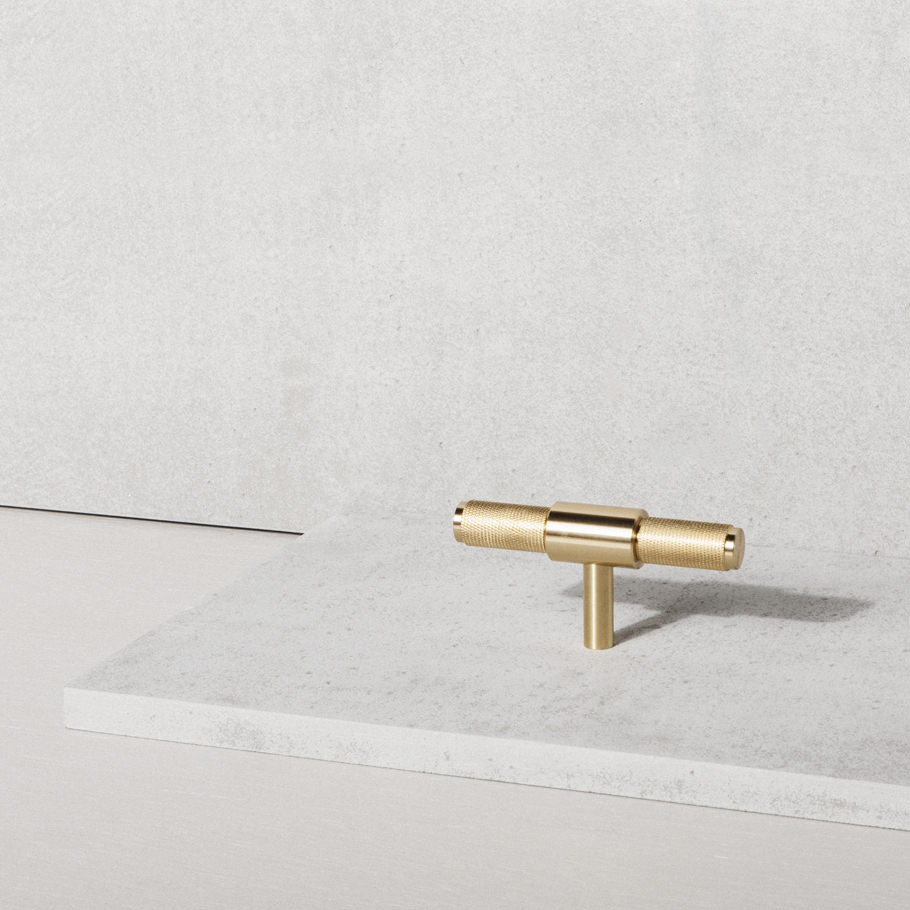 T-BAR in BRASS kitchen hardware handles