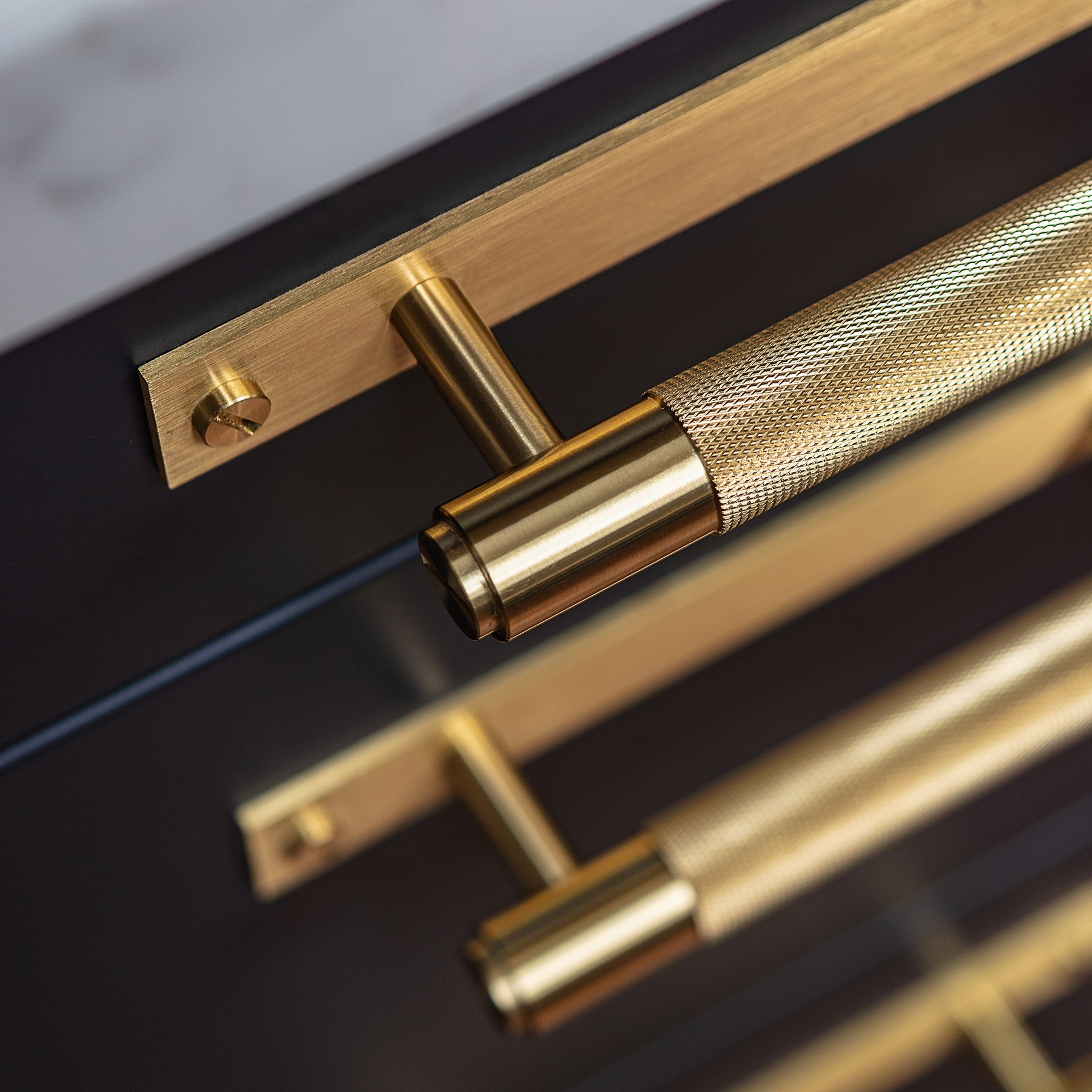 buster_punch_pull_bar_plate_brass_close_up-1