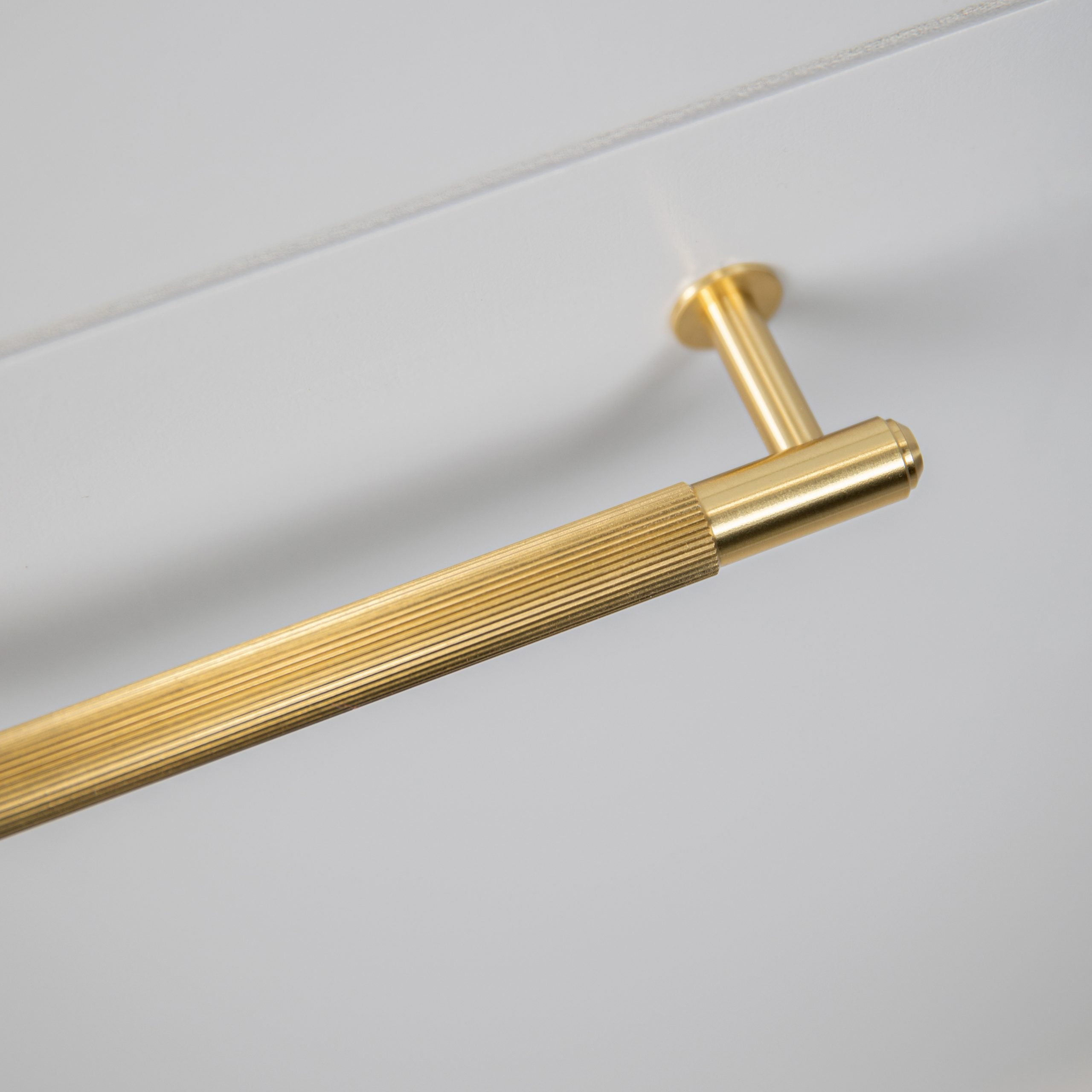 4.Buster+Punch_Pull_Bar_Linear_Brass