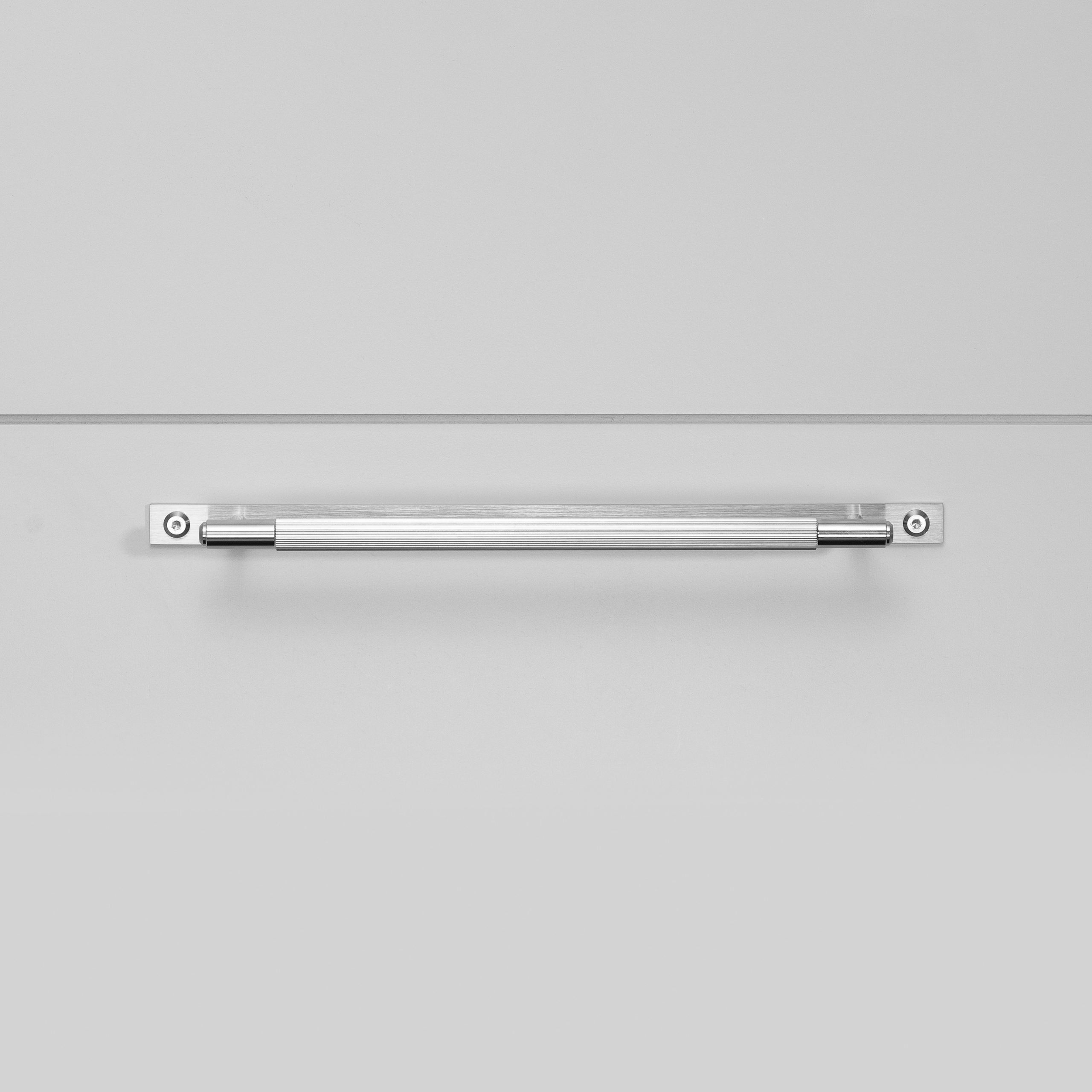 2.Buster+Punch_Pull_Bar_Plate_Medium_Linear_Steel_Front