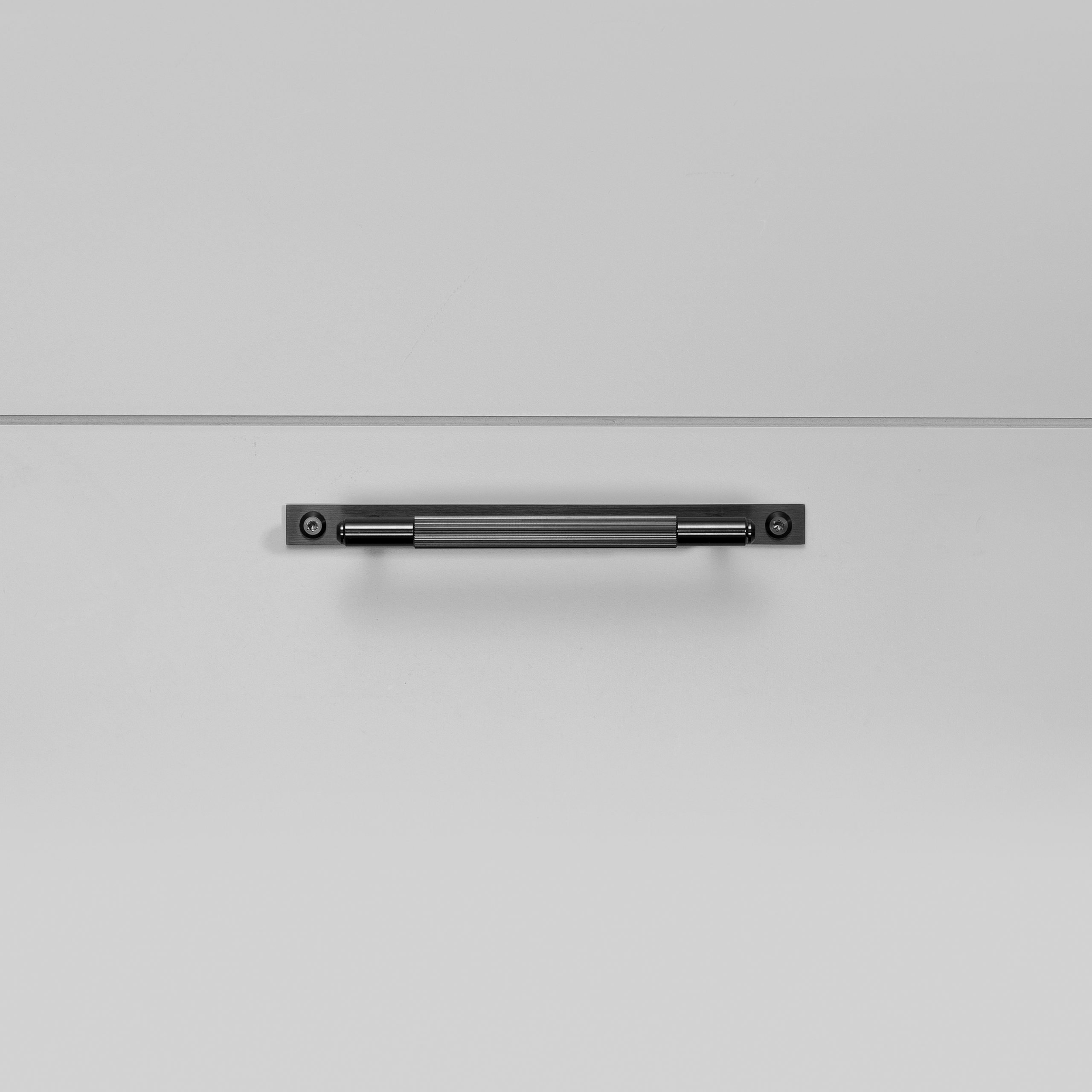 2.Buster+Punch_Pull_Bar_Plate_Small_Linear_Gun_Metal_Front