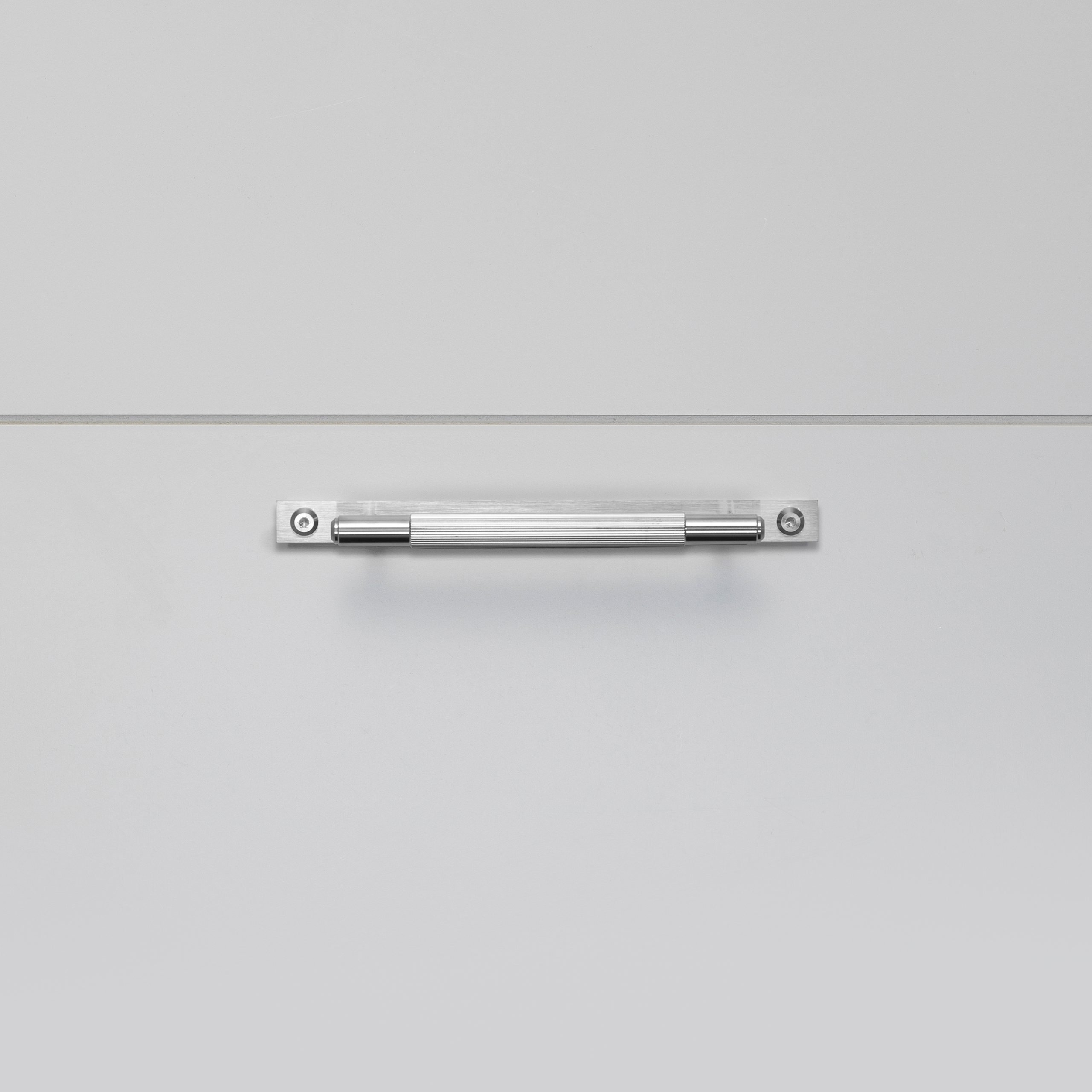 2.Buster+Punch_Pull_Bar_Plate_Small_Linear_Steel_Front