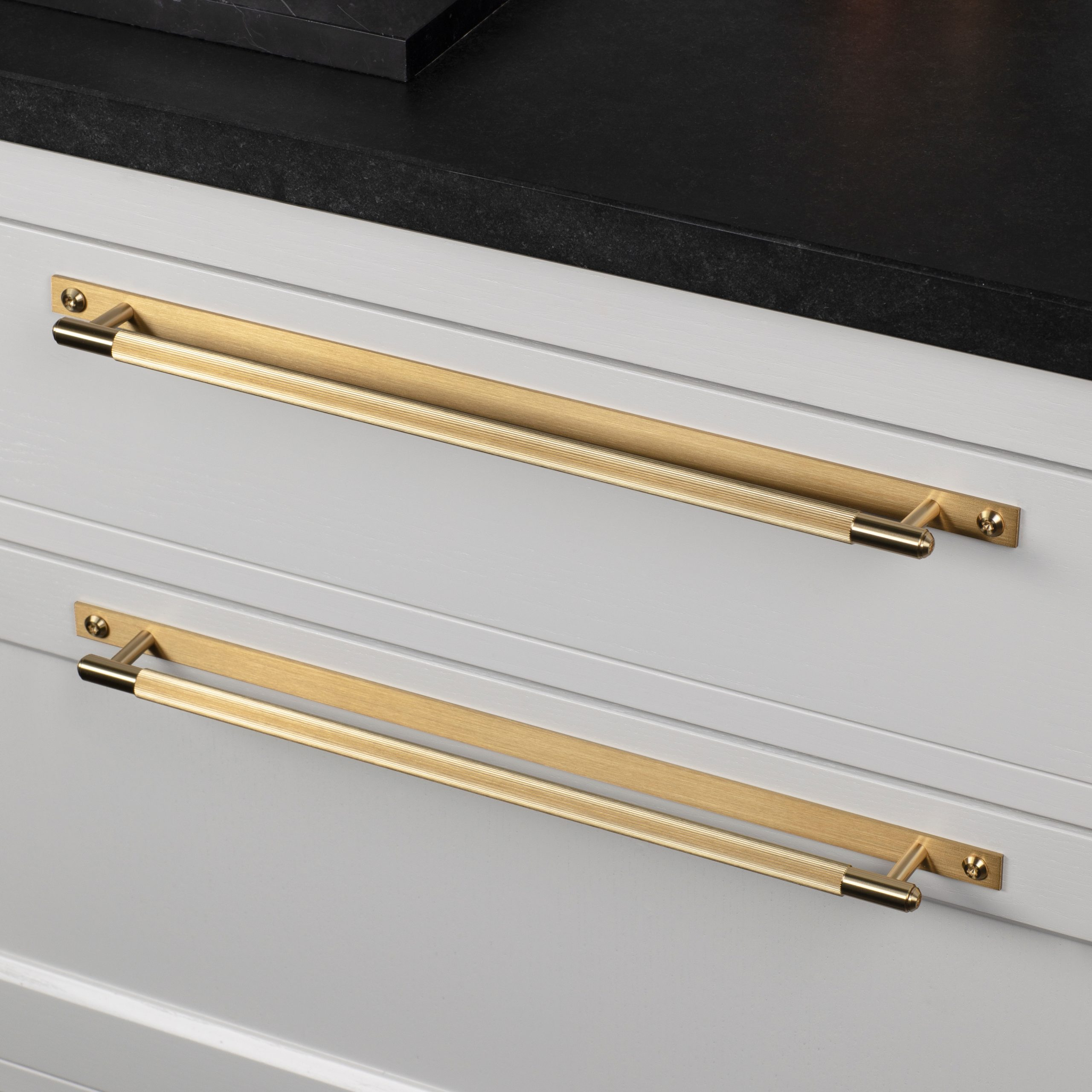 3.Buster+Punch_Pull_Bar_Plate_Large_Linear_Brass