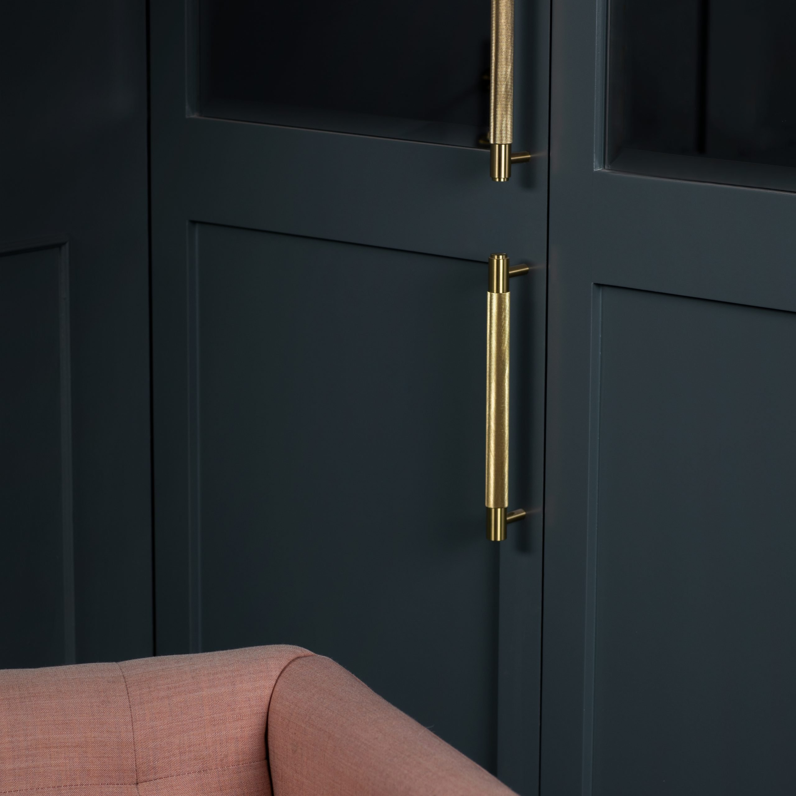 2. Buster+Punch_Pull-Bar_Brass_Closet