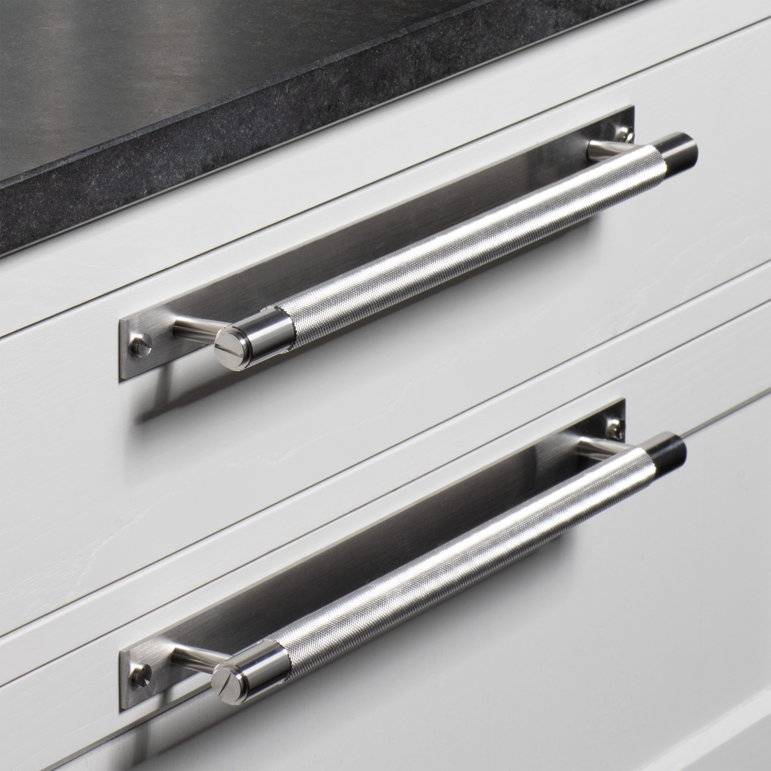 2. Buster+Punch_Pull-Bar_Plate_Steel_lifestyle