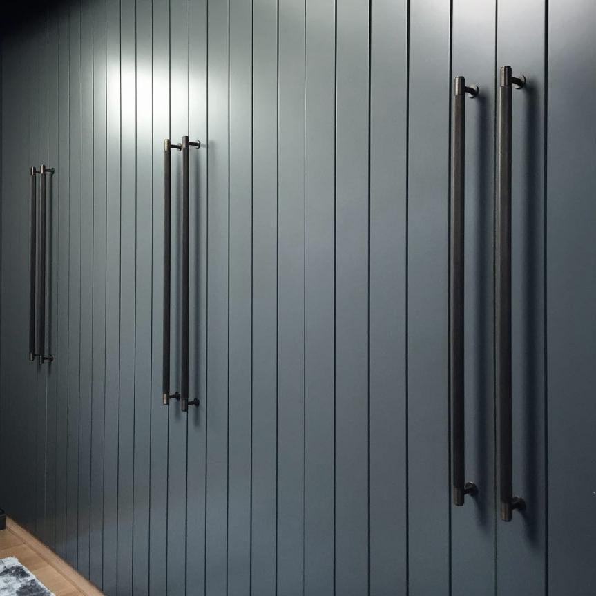 buster-_-punch_hardware_closet-bar-smoked-bronze-brass-wardrobe-interior-lifestyle-18_3
