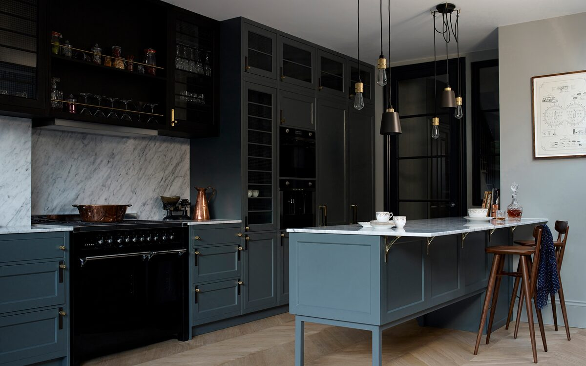 Buster+Punch_Hooked-3.0_Mix_graphite_Brass_Kitchen_maxWidth_1200_maxHeight_1200_ppi_72