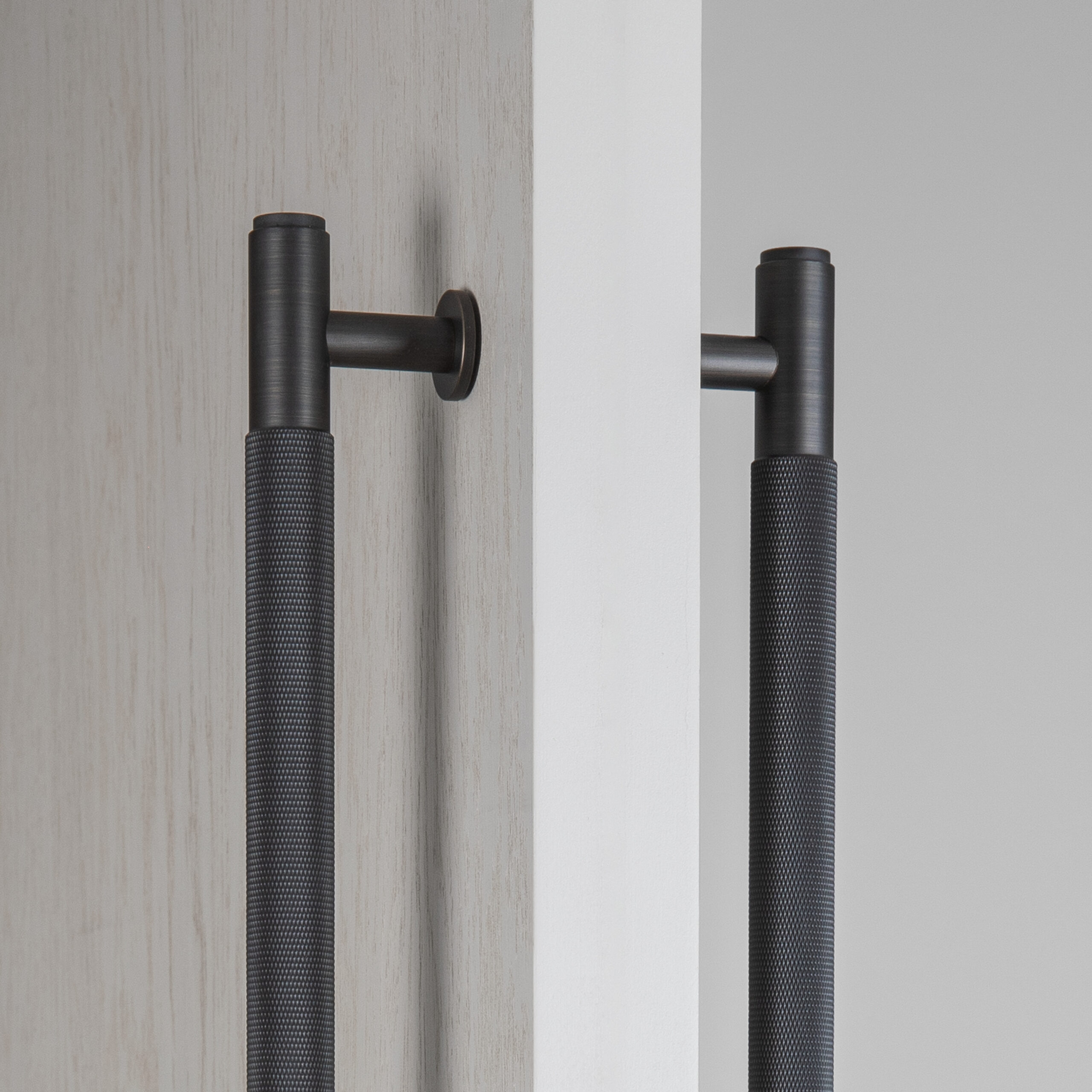 2.BP_Double_Sided_Pull_Bar_Smoked_Bronze