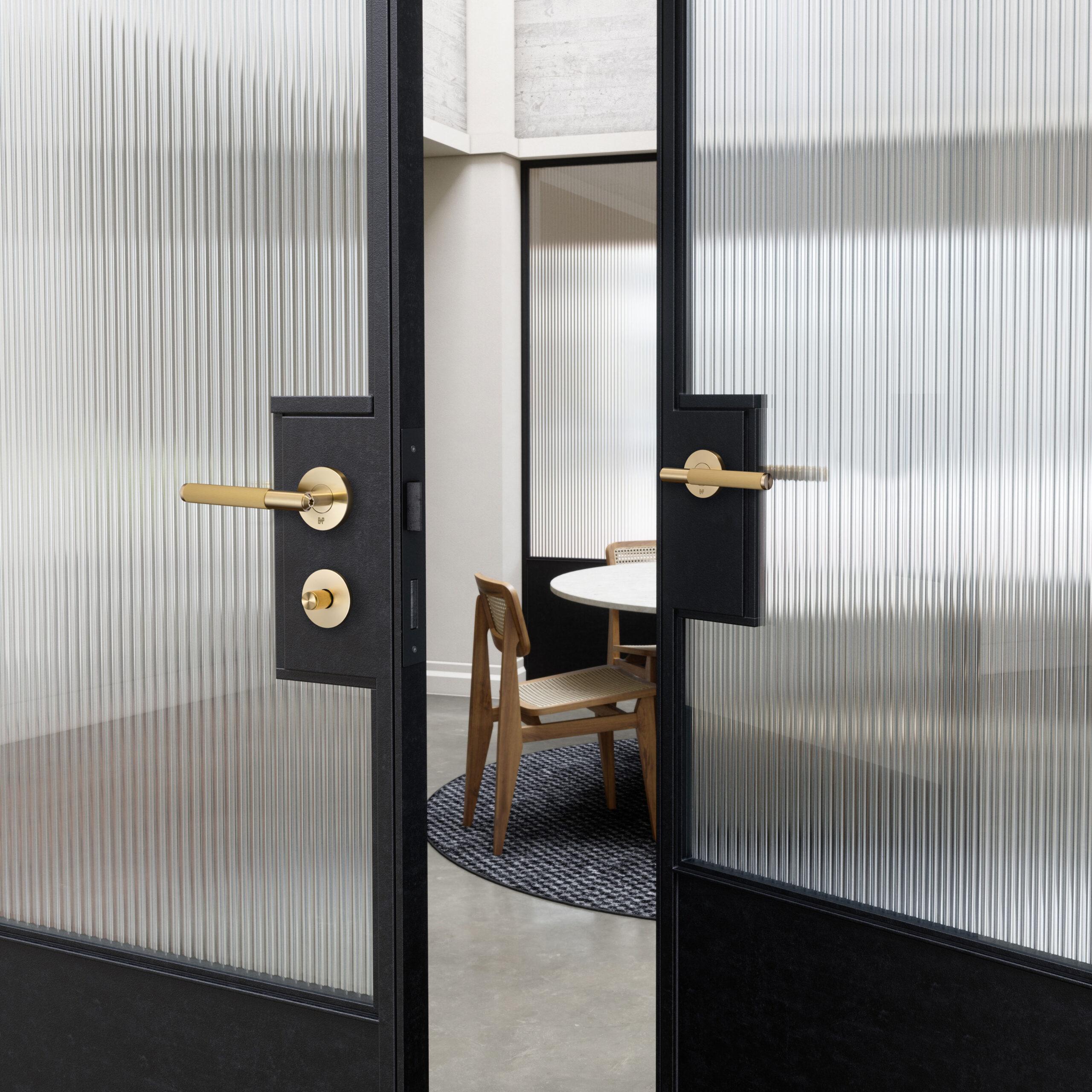 B+P_Door_Handle_Linear_Brass_Lifestyle_1